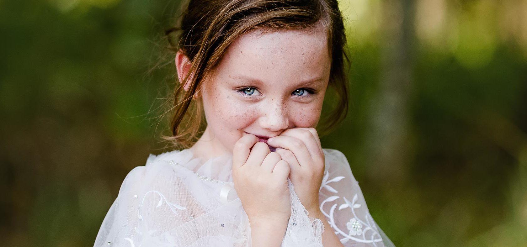 Sommersprossen, Anke Benen Photography, Kinderfotografie, das besondere Fotoshooting, magische Momente, Mädchen, Fotografie, Lächeln, Dallas