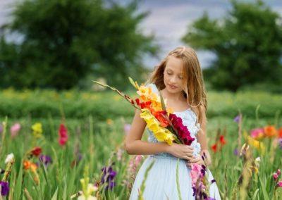 Mädchen im Blumenfeld
